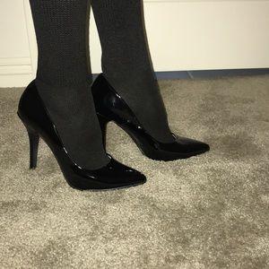 Shoes - Black patent pointed toe stiletto pumps size 8